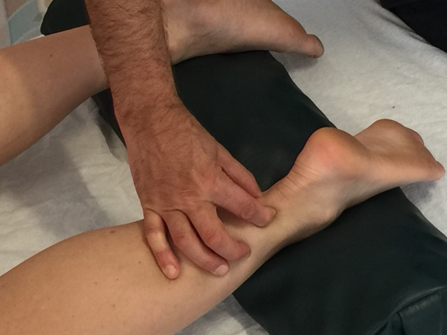 Pinch Test for assessment (diagnosis) of an Achilles tendinitis