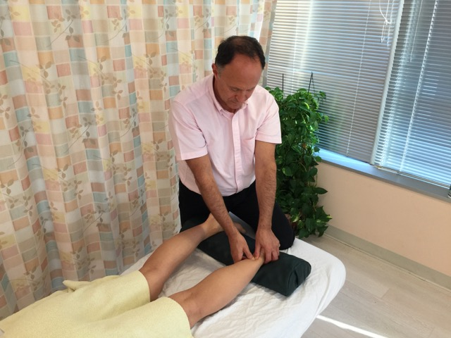 manual therapy for an Achilles tendon disorder includes massage to the plantarflexors