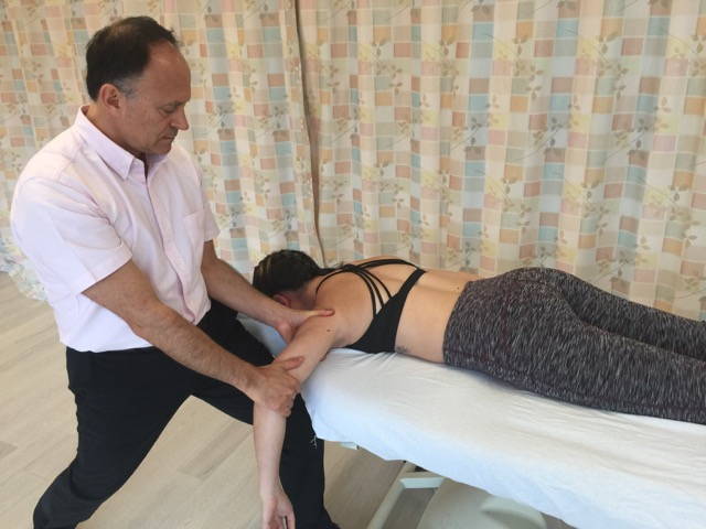 joint mobilization is essential for treatment of frozen shoulder