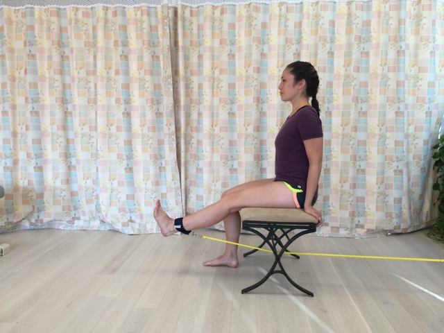 resistance tubing exercise to strengthen the quadriceps can help a client with patellofemoral syndrome