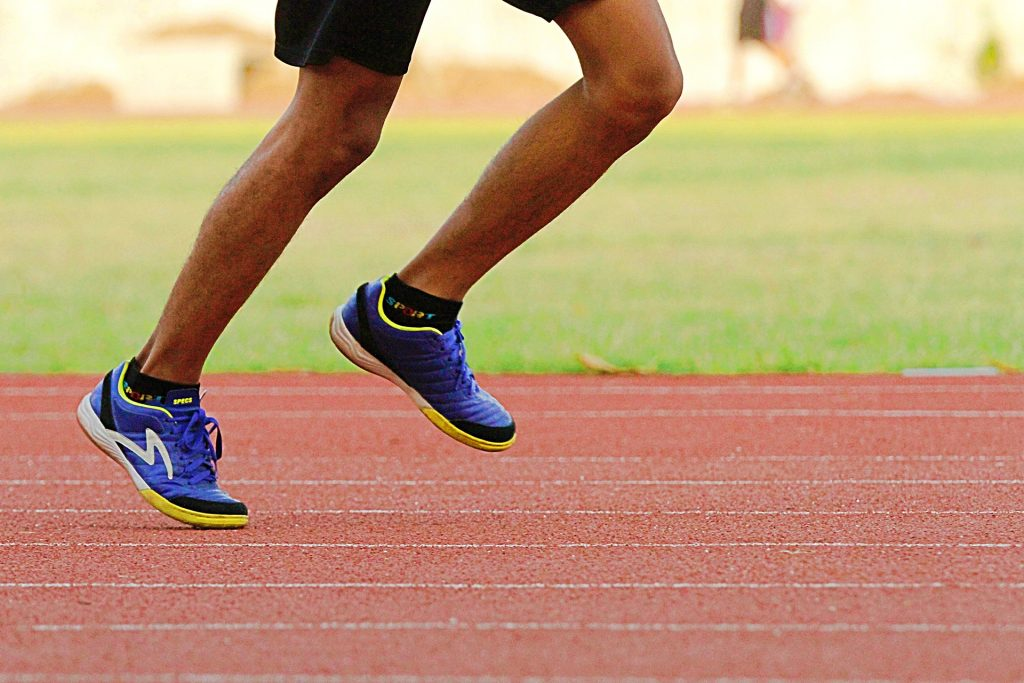 cushioned running shoes and injuries